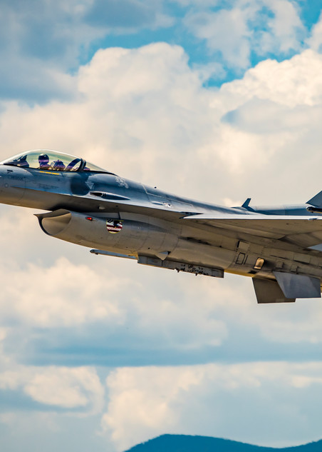 Picture of F-16 Viper Air Combat Demonstration Team at Rocky Mountain Airshow
