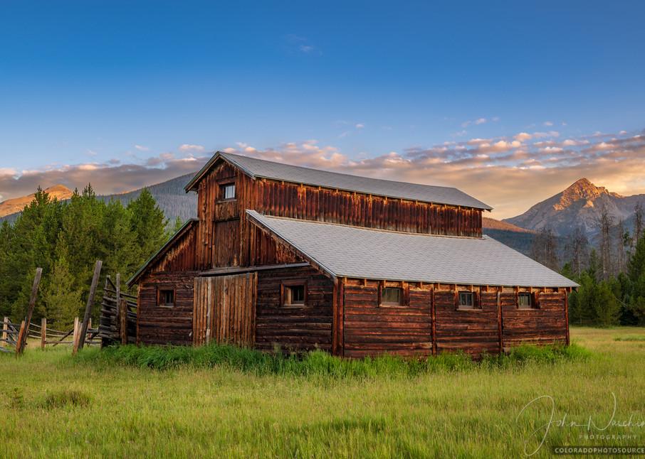 Sunrise Photo Little Buckaroo Barn & Baker Mountain in RMNP Colorado