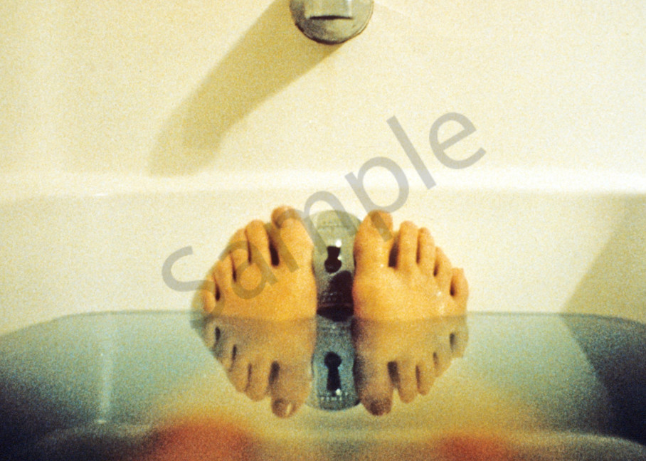 feet, bathtub, reflection