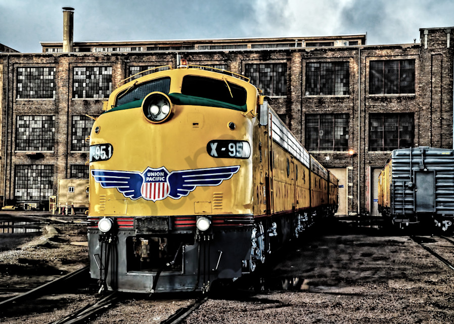 On The Ready Track Photography Art   Ken Smith Gallery