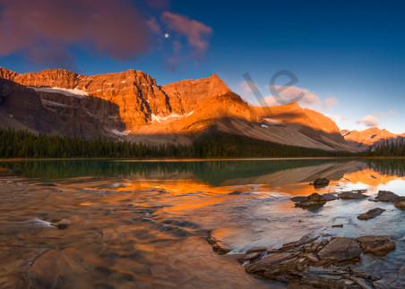 Bow Lake and Crowfoot Mtn. in Banff National Park. Canadian Rockies |