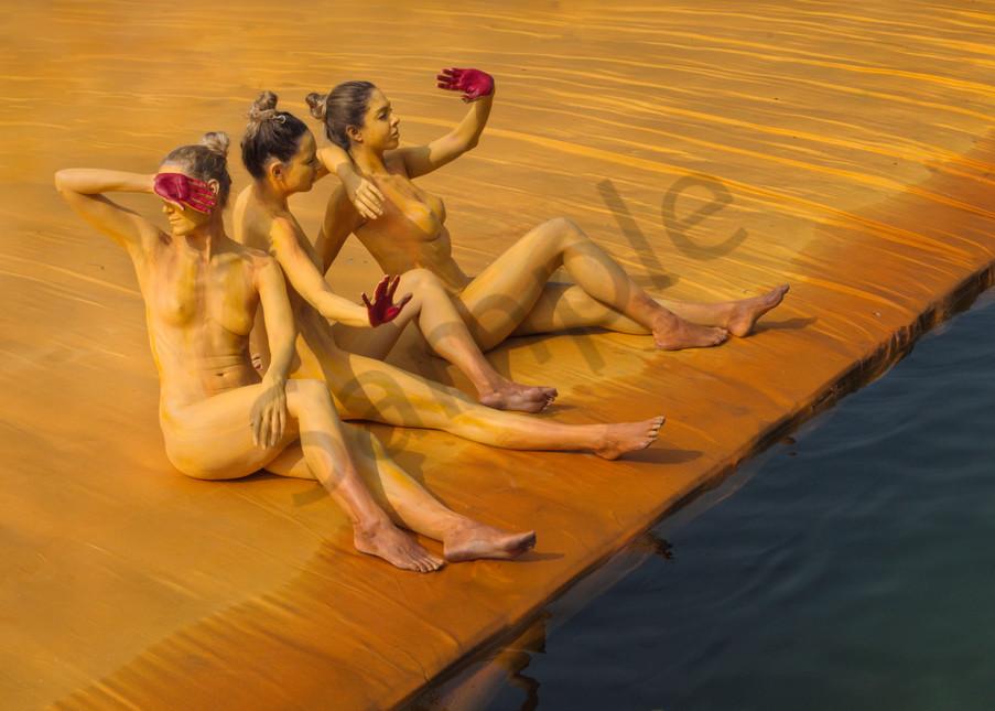 2016  Floating.Docks.Christo  Italy Art   BODYPAINTOGRAPHY
