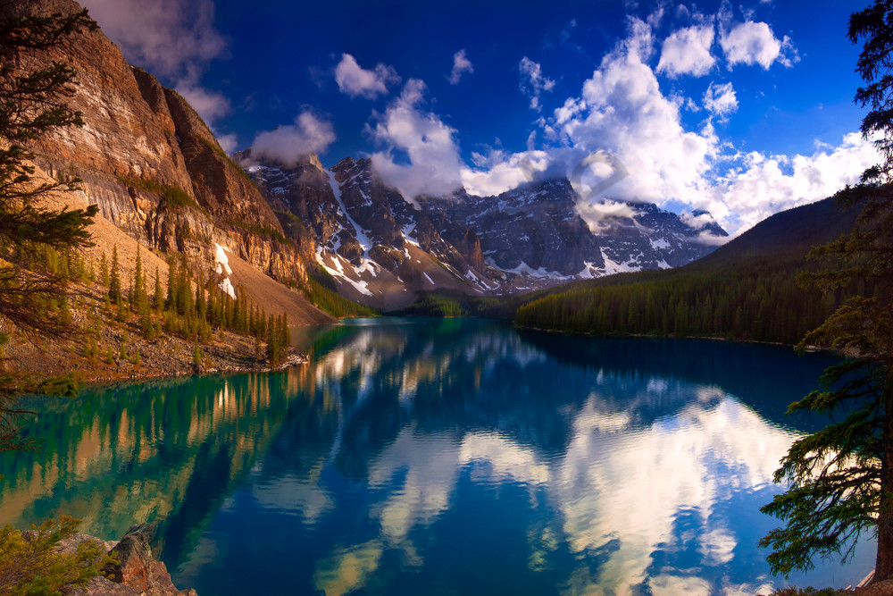 Moraine Lake on a June night. Canadian Rockies | Banff national Park||Rocky Mountains|