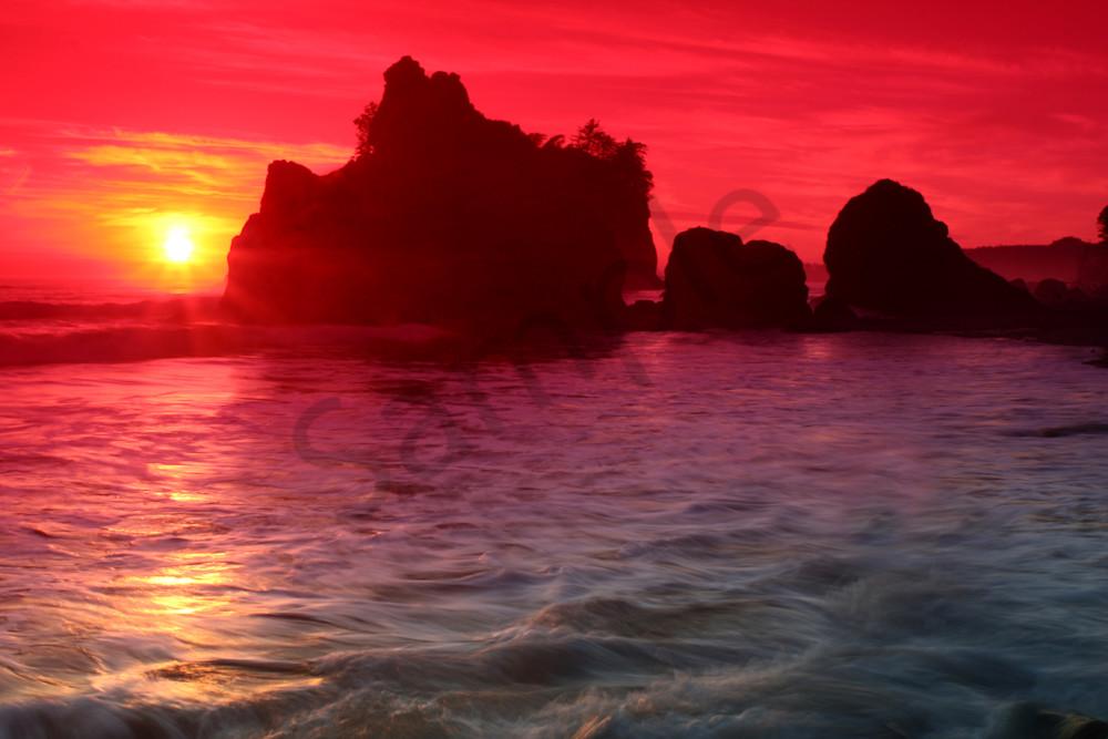 Dramatic Sunset at Ruby Beach, Washington, USA