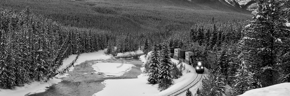 Morant's Curve. Banff National Park|Canadian Rockies|Rocky Mountains|