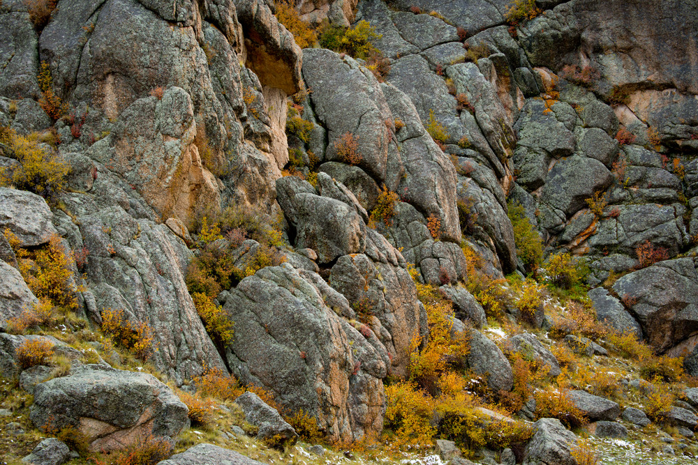 Aspen Ridge is filled with interesting rock formations and is even more beautiful with the autumn vegitation turning golden.
