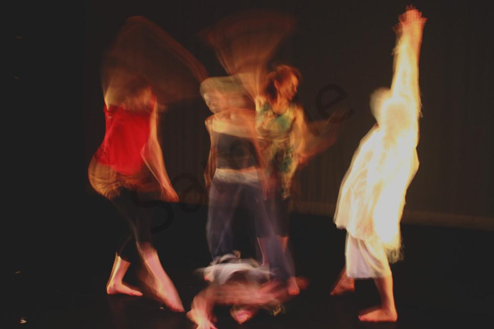 5 Dancers Circling
