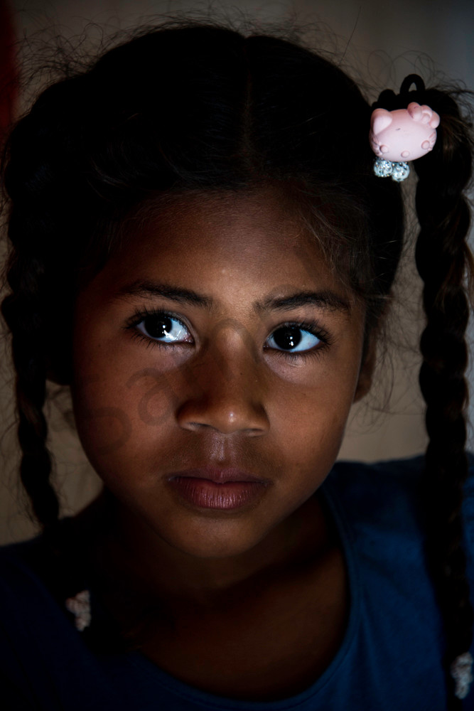 Colombian girl with pink hair clip
