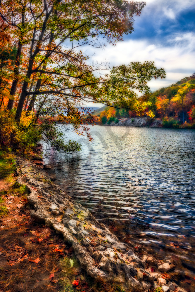 Fall foliage along Hessian Lake