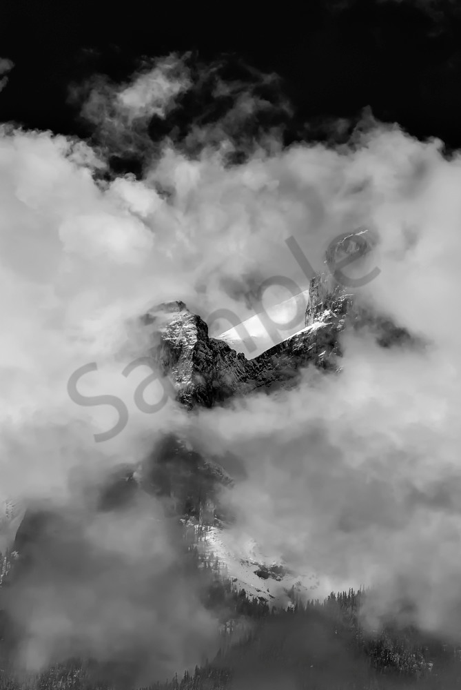 Peephole in the clouds.Rocky Mountains | Banff National Park | Canadian Rockies|