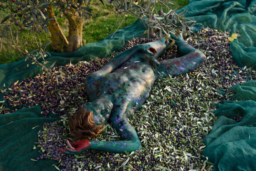 2018 Olive Harvest Italy Art | BODYPAINTOGRAPHY