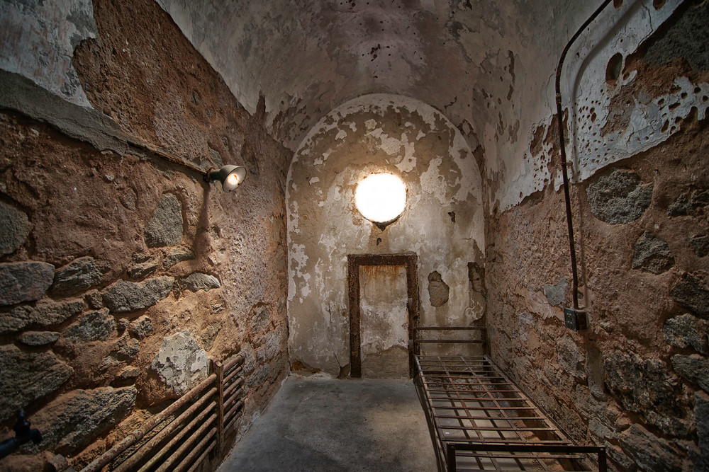 Philadelphia State Penitentiary, art photographs of prison cells, prison photographs and death,