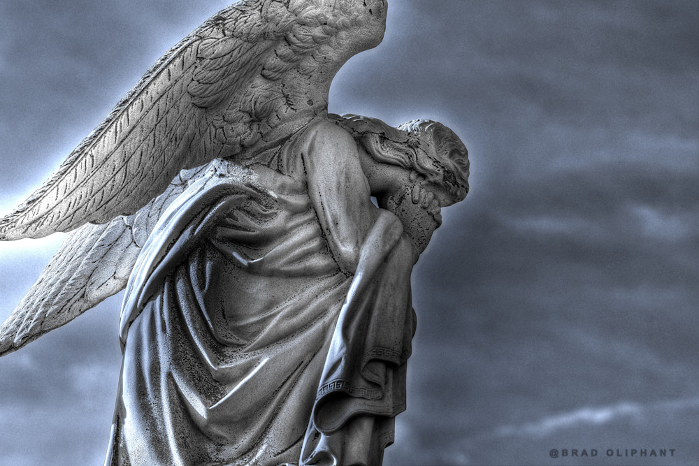 image of prayer, prayers of hope, angels praying, kneeling angels, photographs of angels,