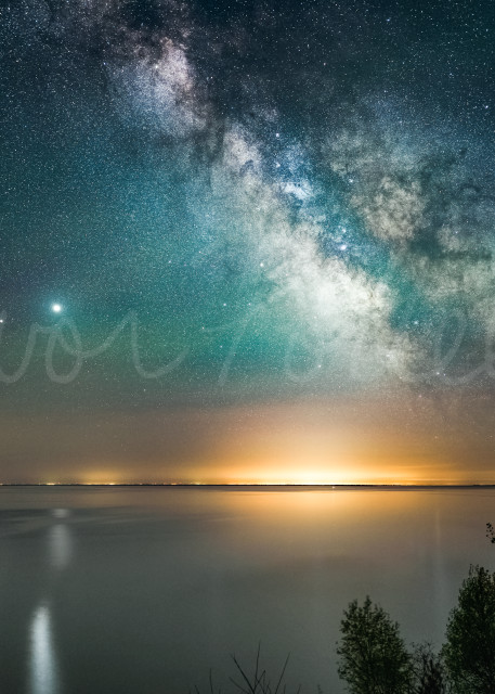 Made from 8 light frames by Starry Landscape Stacker 1.8.0.  Algorithm: Min Horizon Noise