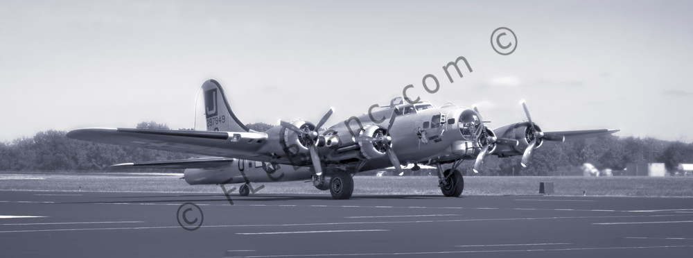 B-17 Liberty Belle WW2 Bomber Pano Flying Fortress Restored fleblanc