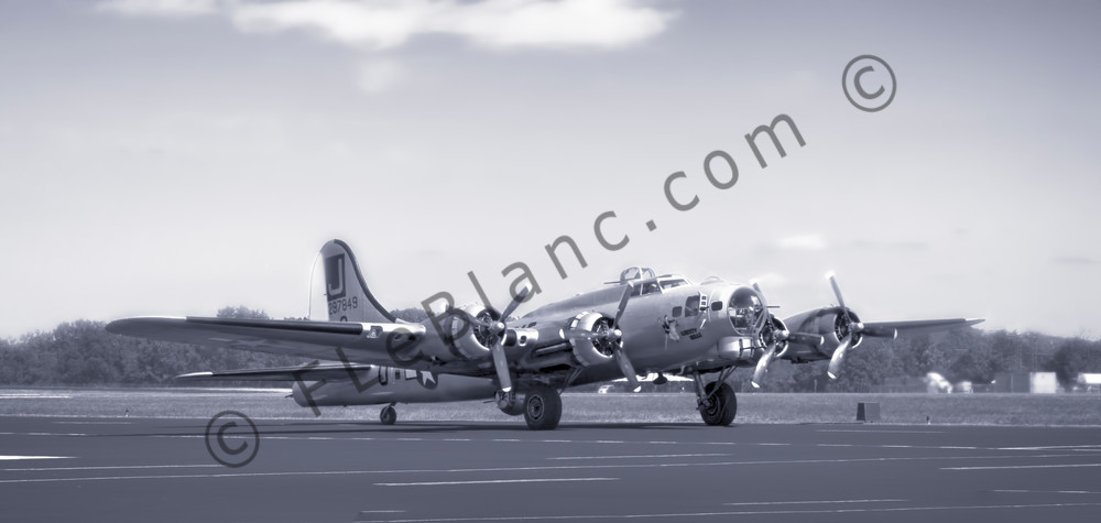 B-17 Liberty Belle WW2 Bomb Pano Flying Fortress Restored fleblanc