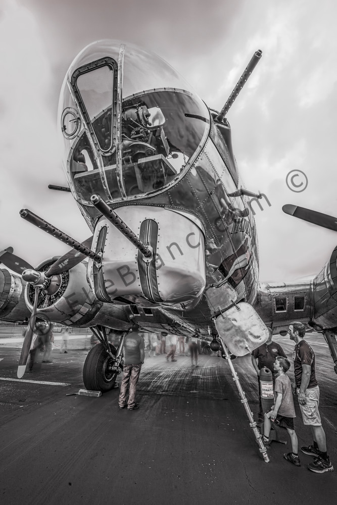 Black and White B-17 Flying Fortress Madras Maiden Kids fleblanc