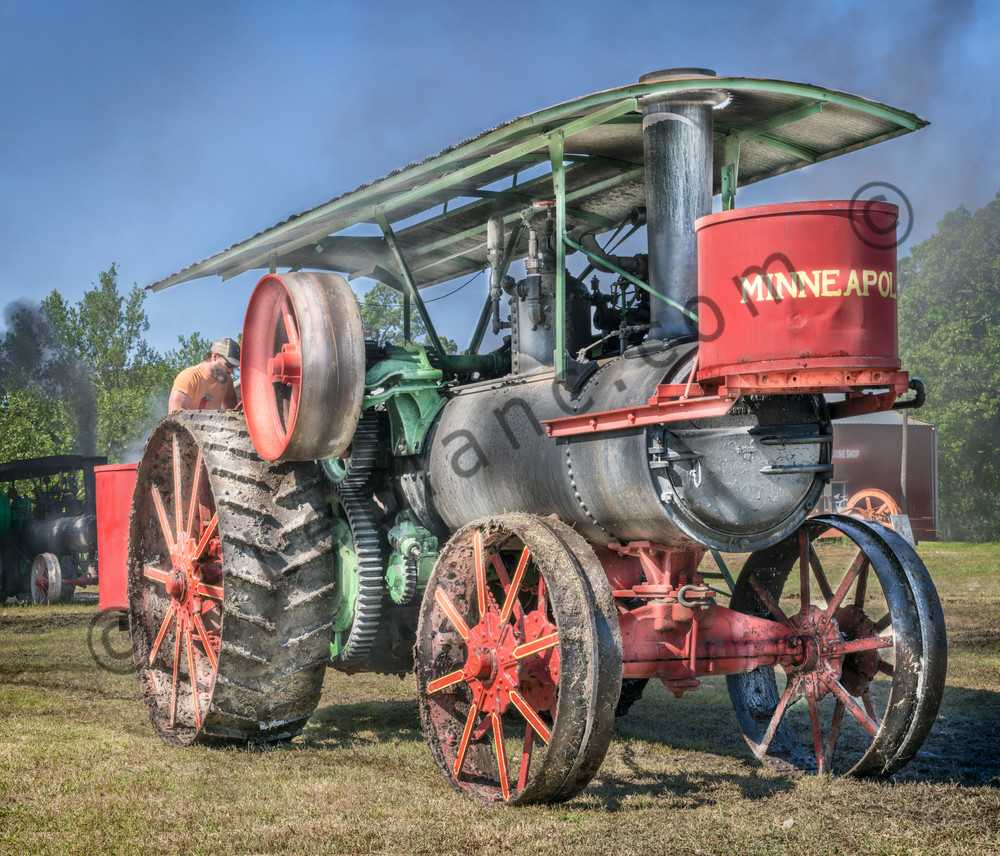 Minneapolis  Steam Powered Restored Old Tractor fleblanc