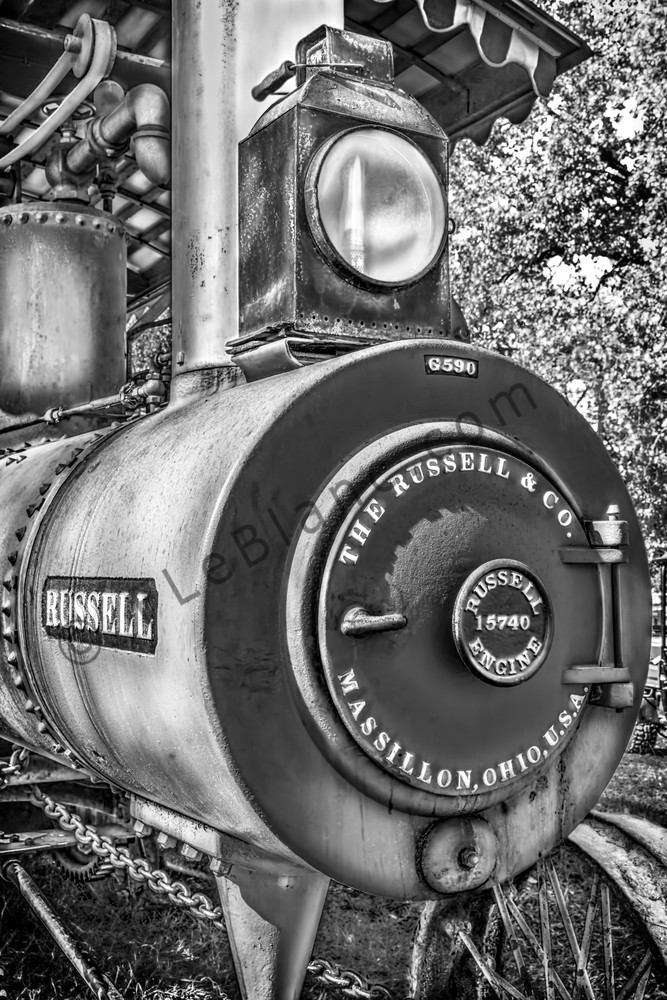 Russell Steam Tractor Black & White Emblem Closeup fleblanc
