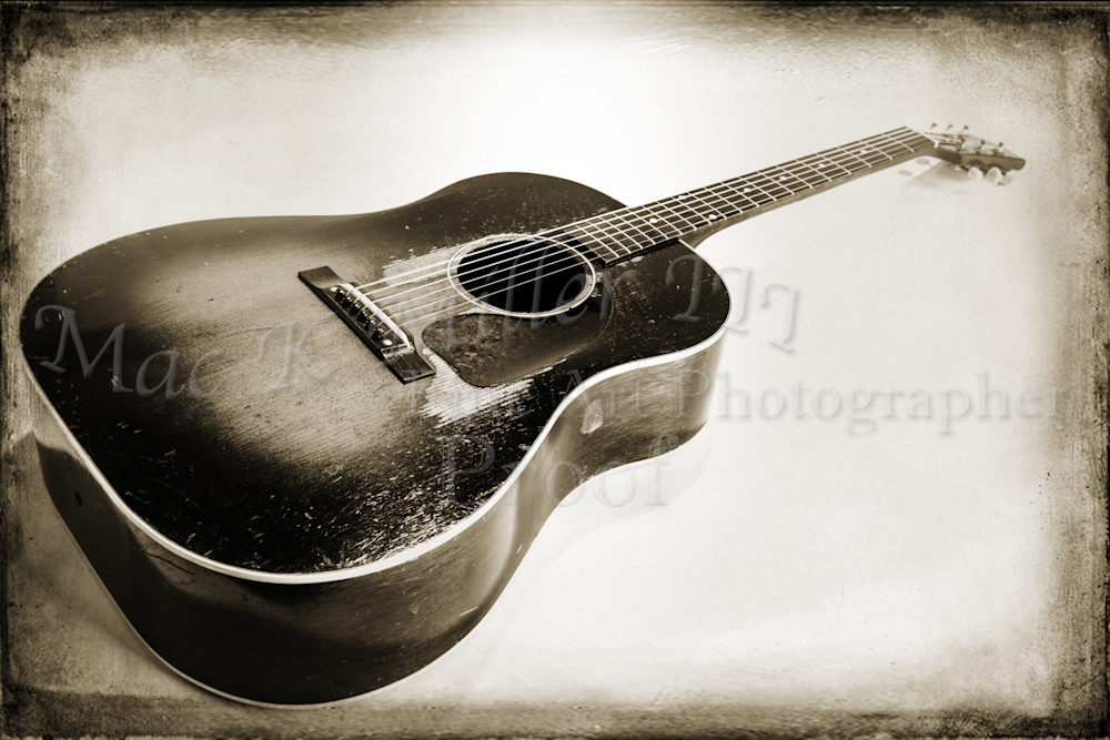 440.1834 Gibson J45 In Black and White