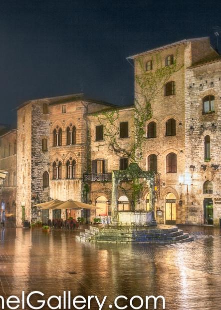 Piazza della Cisterna Rain