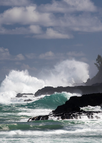 waves, crashing waves, Kauai, Hawaii, powerful