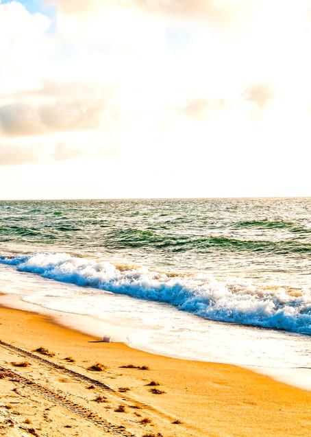 Art of Crashing Waves on the Beach