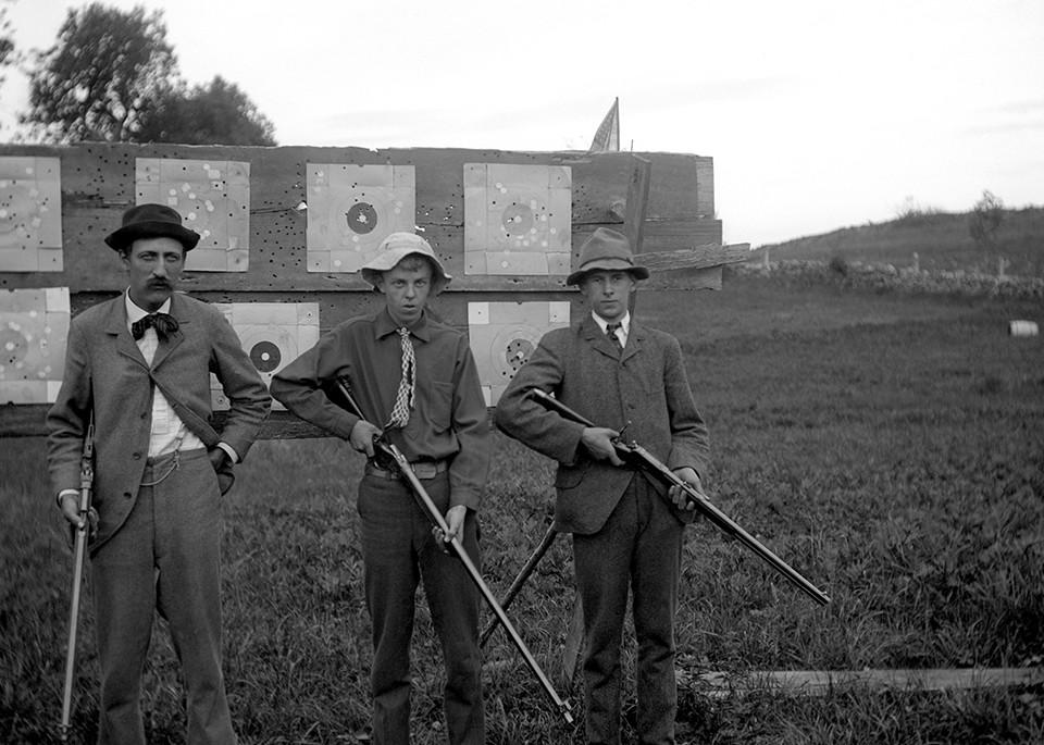 Members Of The Washington Gun Club