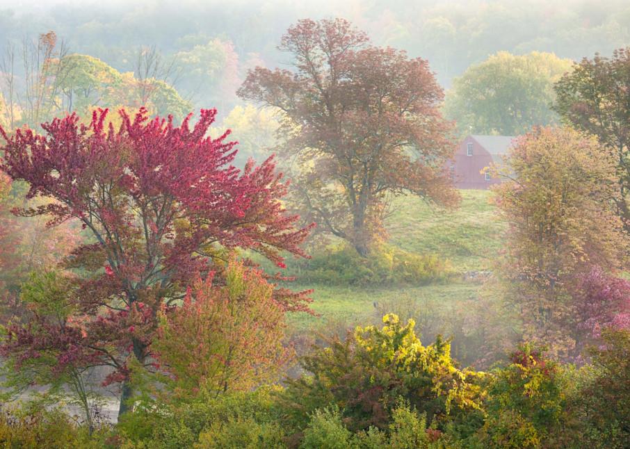 Peter Wnek photographs a New England autumn countryside landscape in Farmington CT at Hillsteid Estates.
