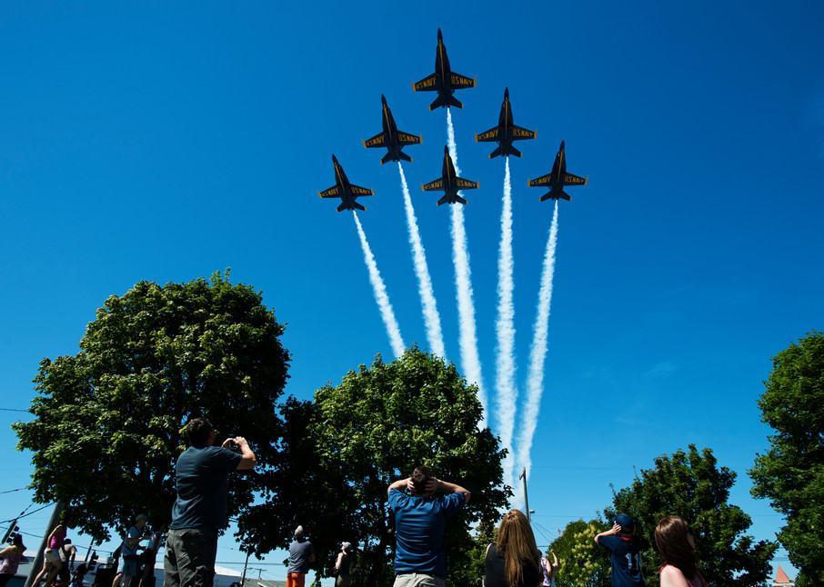 Blue Angels triangle formation