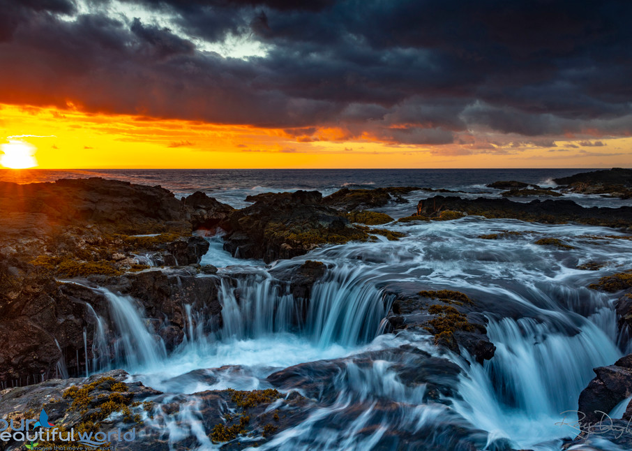 Ocean Heartbeat features a double lava tube drain on Hawaii at sunset