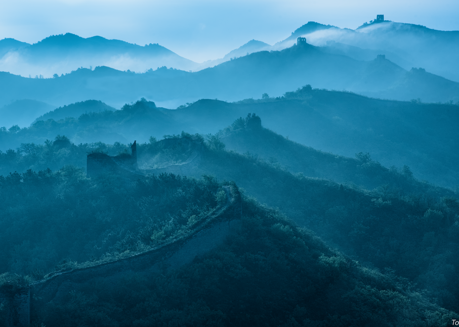 Moody Morning, Gubeikou Great Wall, China, 2017. Photography Art | Tom Stahl Photography