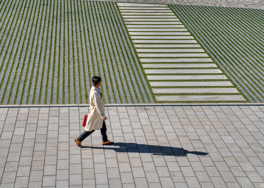 Man With Red Briefcase, Tokyo, Japan, 2018. Photography Art | Tom Stahl Photography