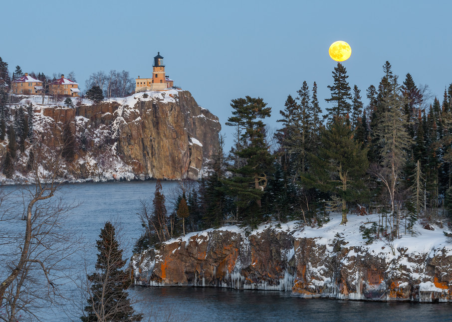 Split Rock Moon Rise