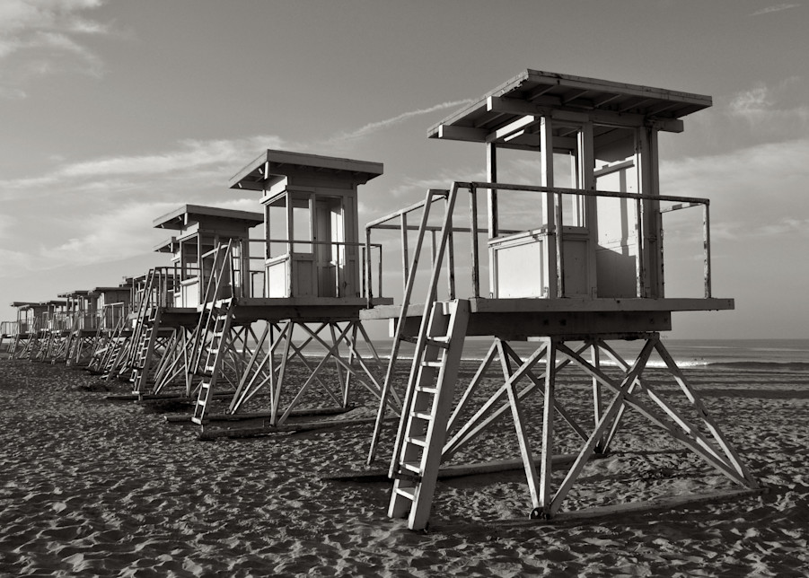 black and white image of vintage lifegurds stands in huntington beach