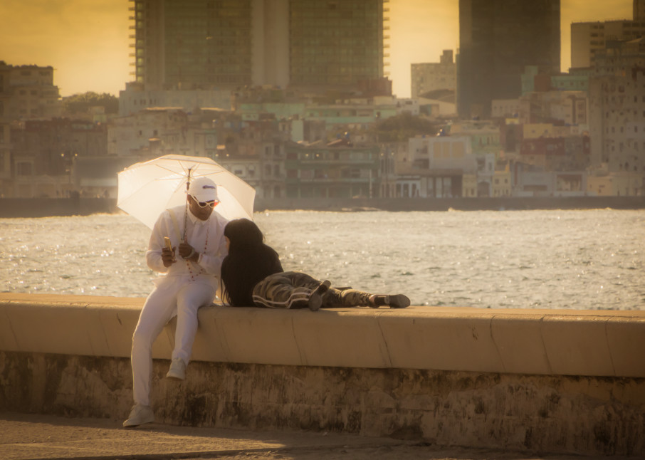 Couple On The Malecon Photography Art | Robert Leaper Photography