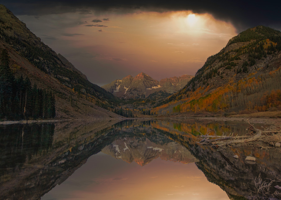 A night time image at Maroon Bells near Aspen Colorado