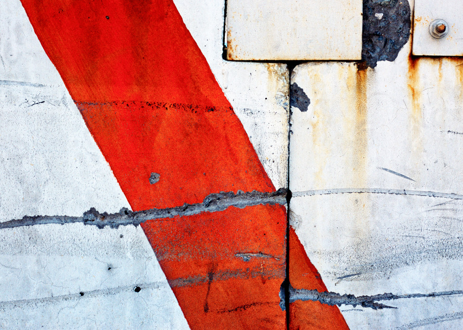 Abstract Red Stripe NYC Fine Art Print – Sherry Mills