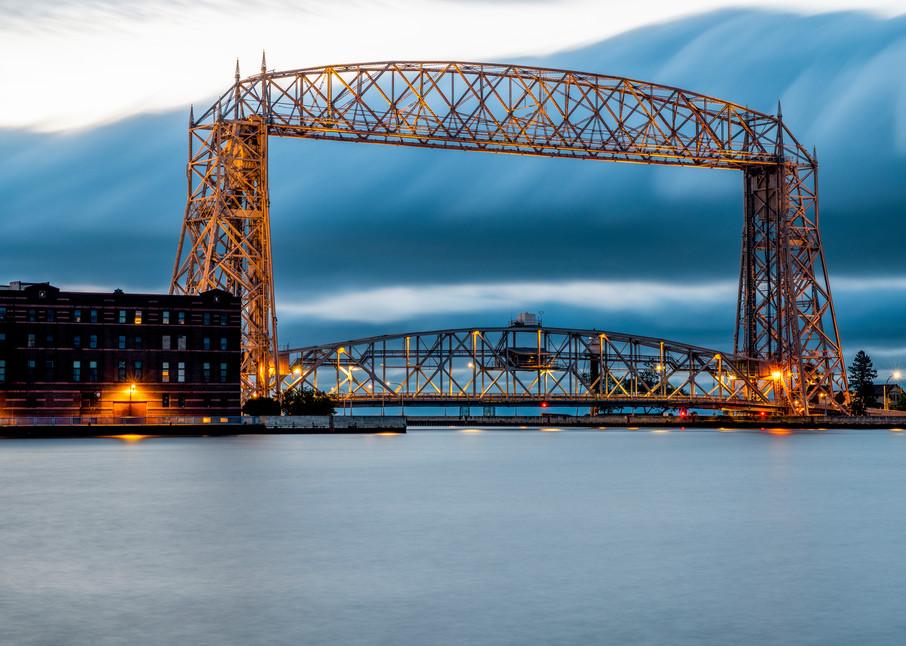 USA, Minnesota, Duluth, Lakewalk, Lift bridge