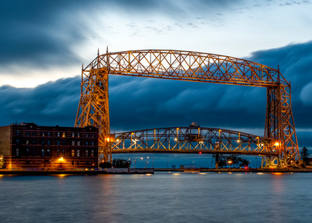 USA, Minnesota, Duluth, Lakewalk, Lift bridge