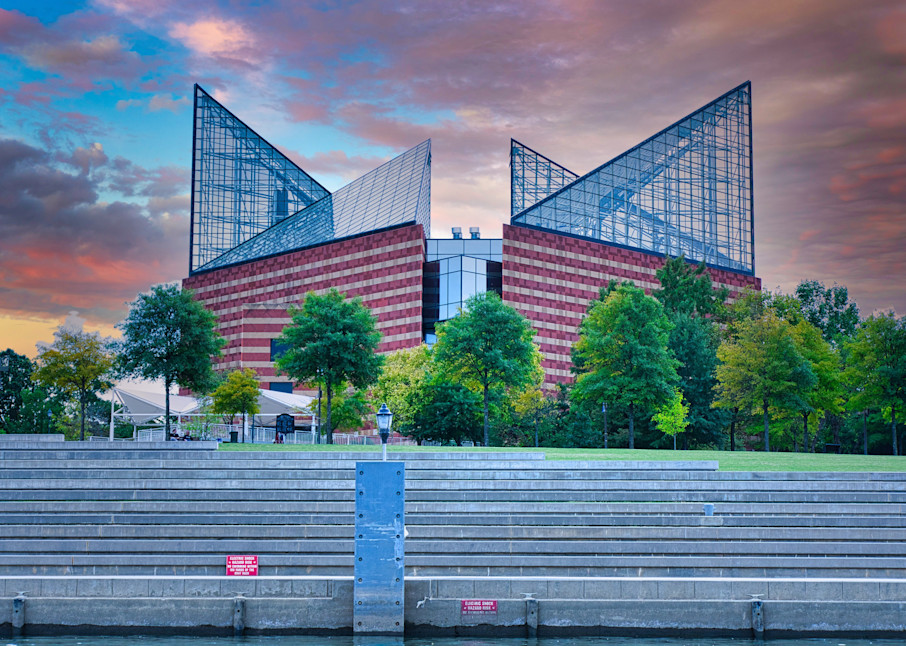 Tennessee Aquarium from the riverfront