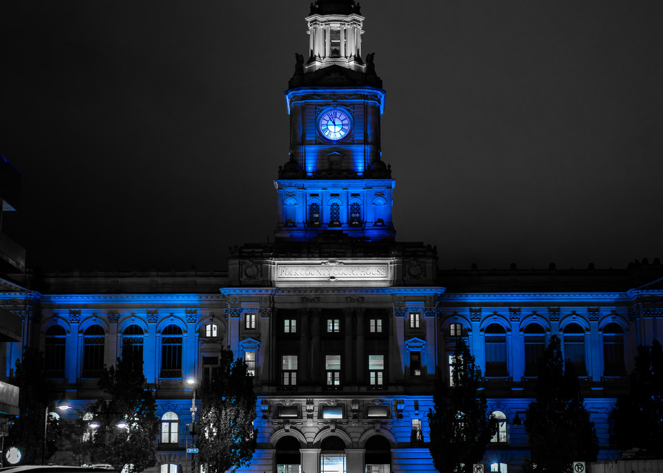 polk-county-courthouse-in-blue