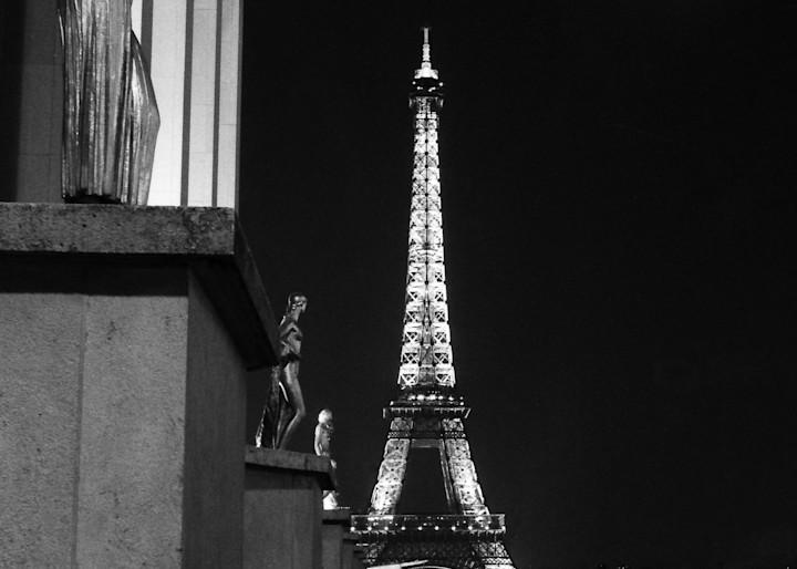Palais De Chaillot Et La Tour Eiffel Photography Art | The World in Black and White