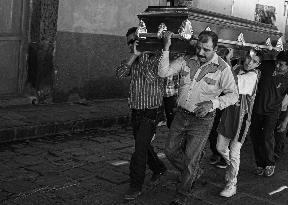 En Los Hombros De La Familia Photography Art | Harry John Kerker Photo Artist