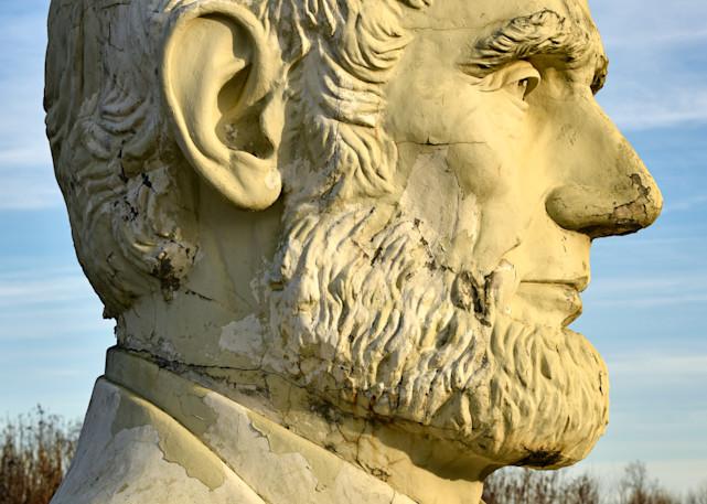 Statue of Abe Lincoln in profile