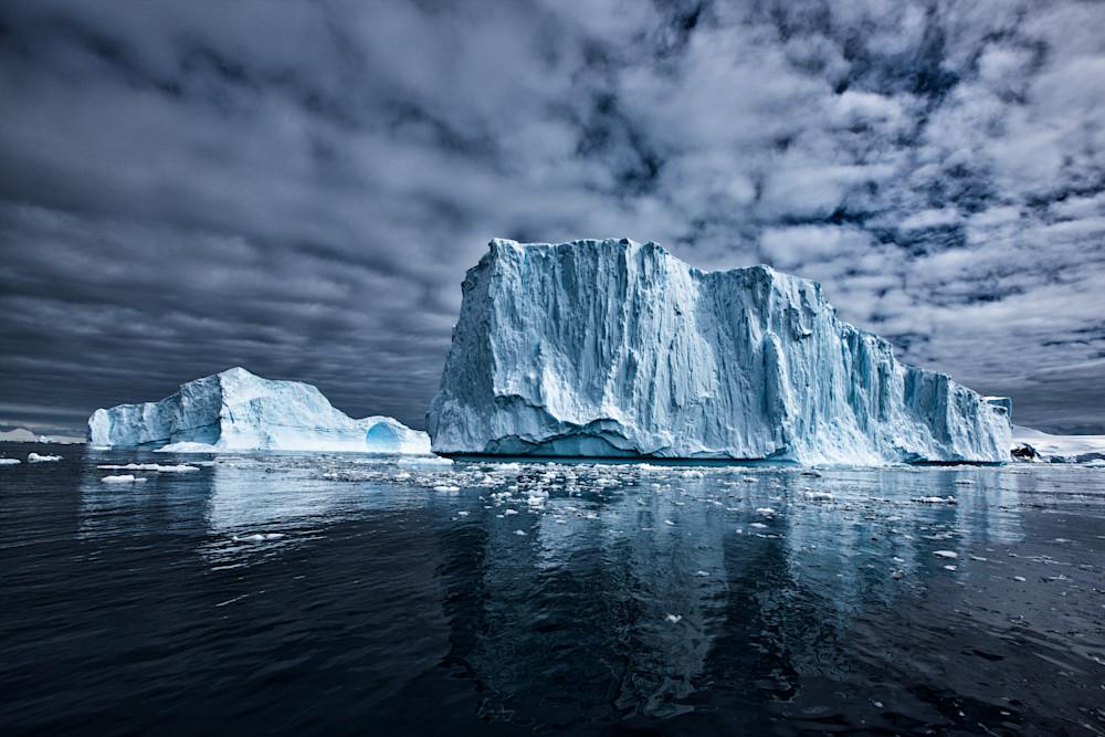 Monumental Icebergs