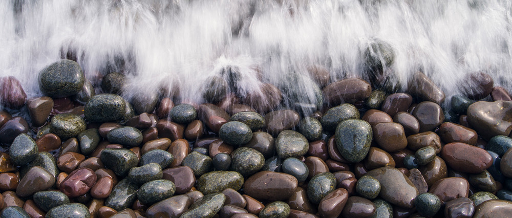 Waves crashing into rocks along Lake Superior