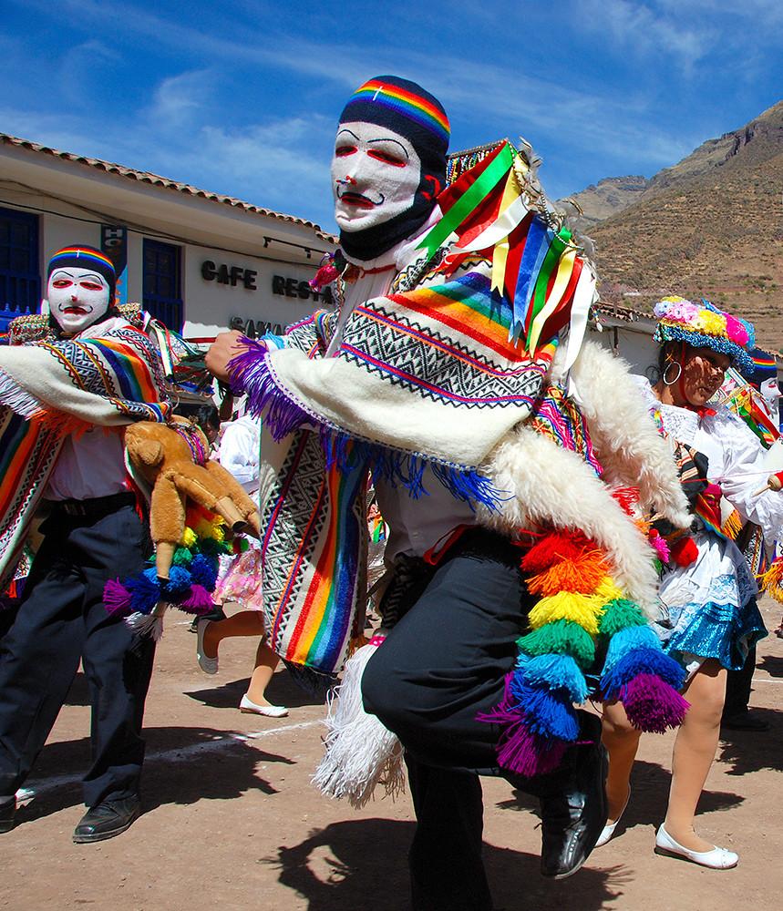 Pisaq Festival Dancing