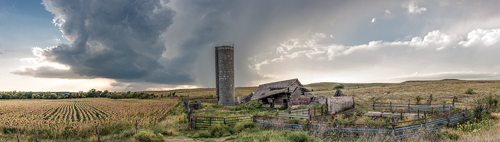 Derelict Barn, the Kansas Flint Hills - color