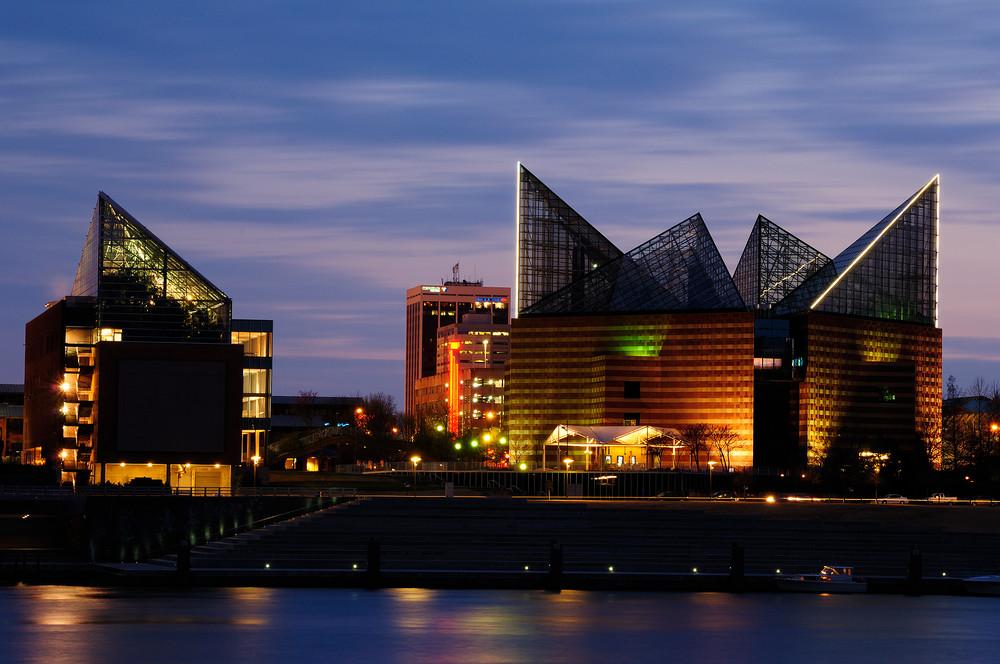 Tennessee Aquarium at Twilight